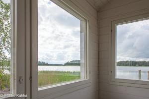 Saunalta avautuvat maisemat merelle